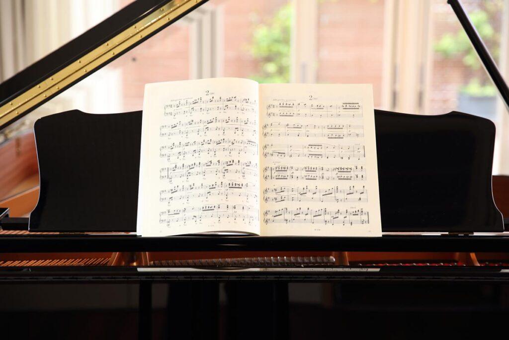 シニアになってからのピアノは趣味の仲間もできるグループレッスンでスタートしてみませんか